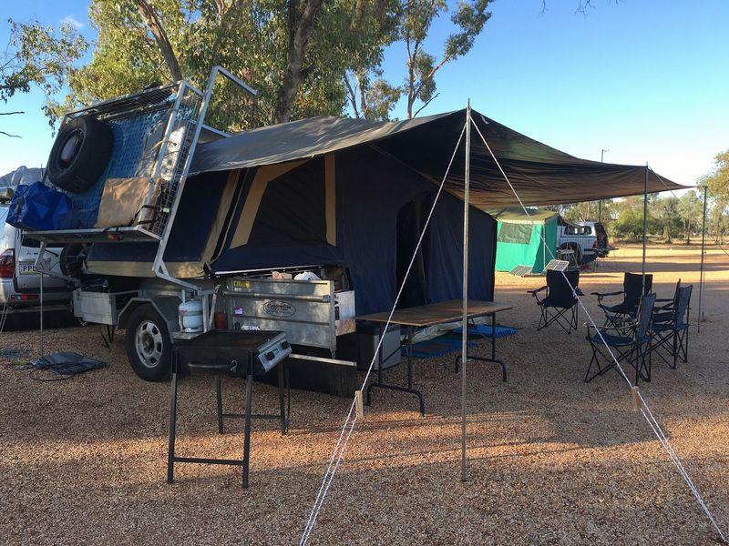 車中泊やキャンプで活躍するヘリノックスの折り畳みチェア