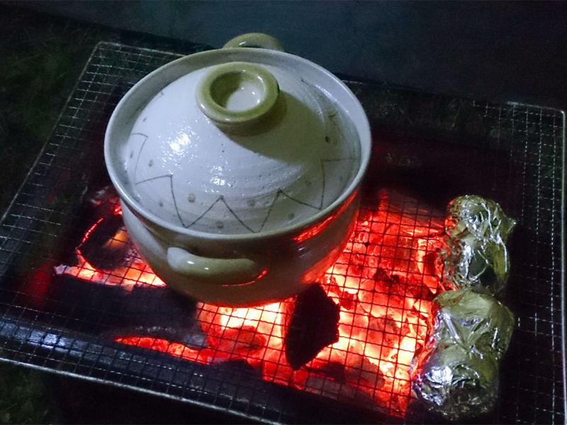 土鍋は焼き物ですから、BBQの焚き火でも使えます!