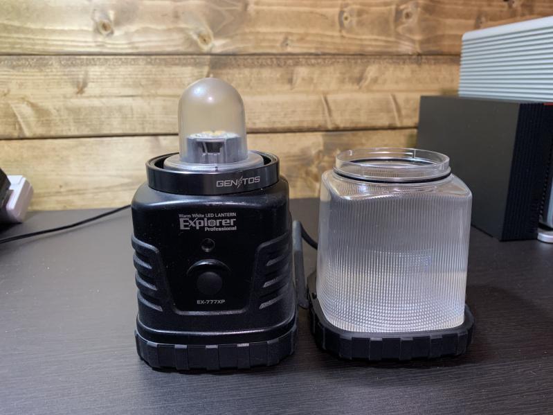 LEDランタンを、車中泊で使う
